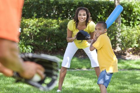 family-playing-baseball